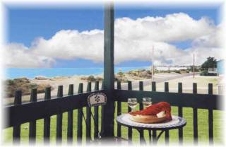 """Lacepede House on Sea & Balcony Apartment"" at Kingston SE SA"