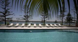 Silvershore Apartments on the Broadwater