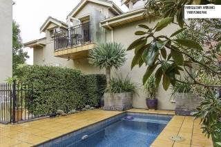 Glen Iris 2 B/R self contained furnished apartment