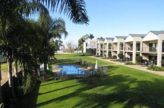Elsinor Townhouse 4 on Lake Mulwala