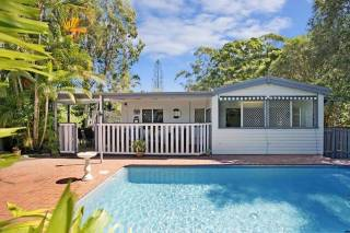 Surfers Beach Cottage Pet Friendly
