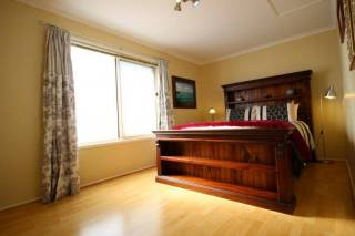 Christies Cottage: Relocation and holiday short term rental.