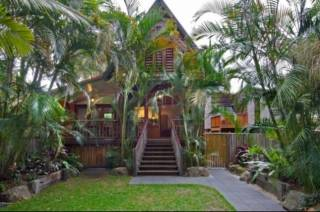 Longhouse - quirky Belongil Beach House