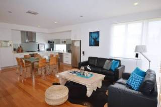 The Moseley: modern 3 bedroom 2 bath in Glenelg