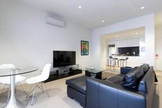 Deluxe 2BR Residence in Heart of Melbourne CBD