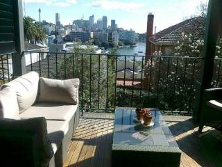 DARLING POINT LARGE RENOVATED F/F 3BED APT HARBOUR VIEWS GREAT ENTERTAINER