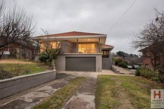 12 Gippsland Street - Moments from Jindabyne CBD, spacious holiday retreat, 25 min from NSW snow fields