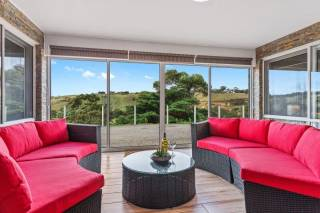BULLA HILL 2 MELBOURNE - COMFORT, PRIVACY & GREAT VIEWS