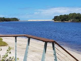 Splendour by the Lake :- Family and Pet Friendly and only 50 metres to the water