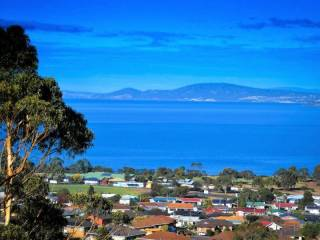 Charbella's on Norma :-Panoramic views of Hobart, Mt.Wellington and the Derwent River