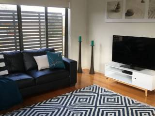 Modern 2 Bedroom Apartment Ivanhoe