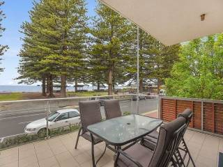 Breeze Beachfront Apartment no 1