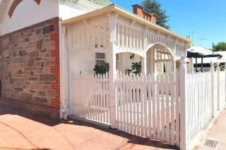 The Heritage: spacious 3 bedroom just off Jetty Rd