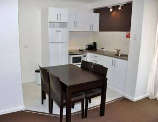 College Street-Deluxe 1 bedroom with balcony