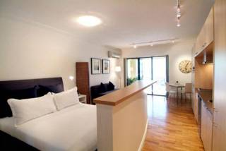 William Street-Potts Point studio with balcony