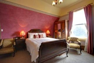 Westella Colonial Bed & Breakfast - Raymond Room