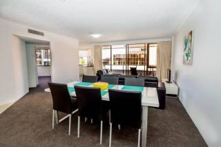 Astor Apartments - 2 Bedroom with private balcony