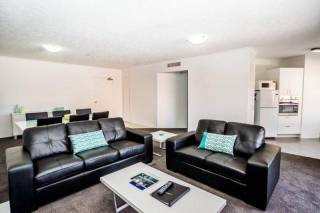 Astor Apartments - 1 Bedroom with private balcony